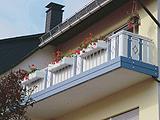 Balkon blau/ weiß