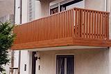 Balkonverkleidung braun
